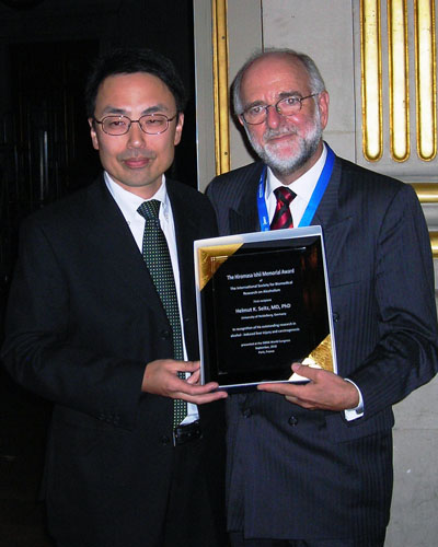 Dr. Helmut Seitz was awarded the first Dr. Hiromasa Ishii Memorial Award Presenting the plaque to Dr. Seitz is Dr. Katsuya Maruyama.